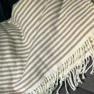 NWOT Striped Throw Blanket - Cozy and Warm 🔥
